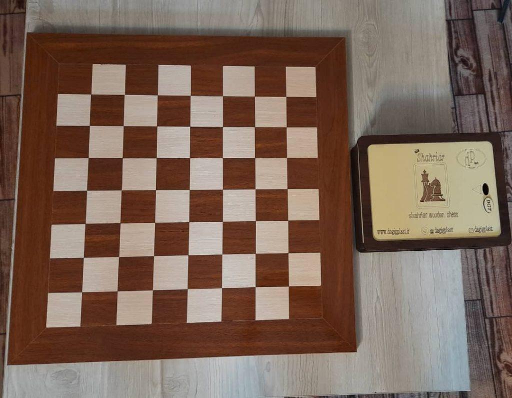 صفحه شطرنج چوبی